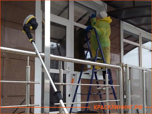 Мойка и чистка фасада офисного здания